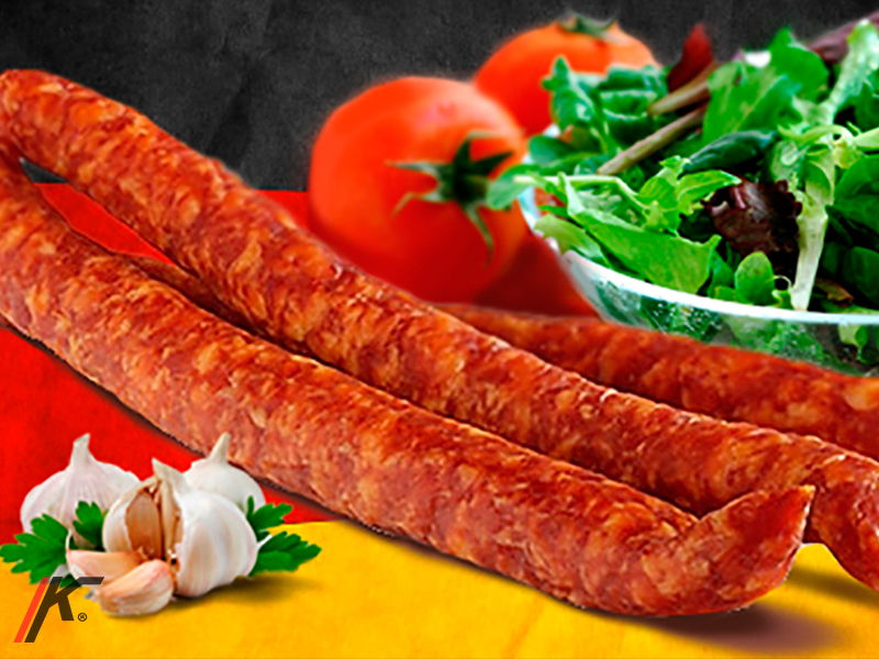 SCHINKENMETTWURST GERÄUCHERT sausages, salad, Tomato and garlic